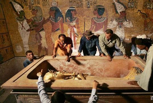 此人死后,坟墓3千年没被盗过,坟墓被打开后,让人眼前一亮