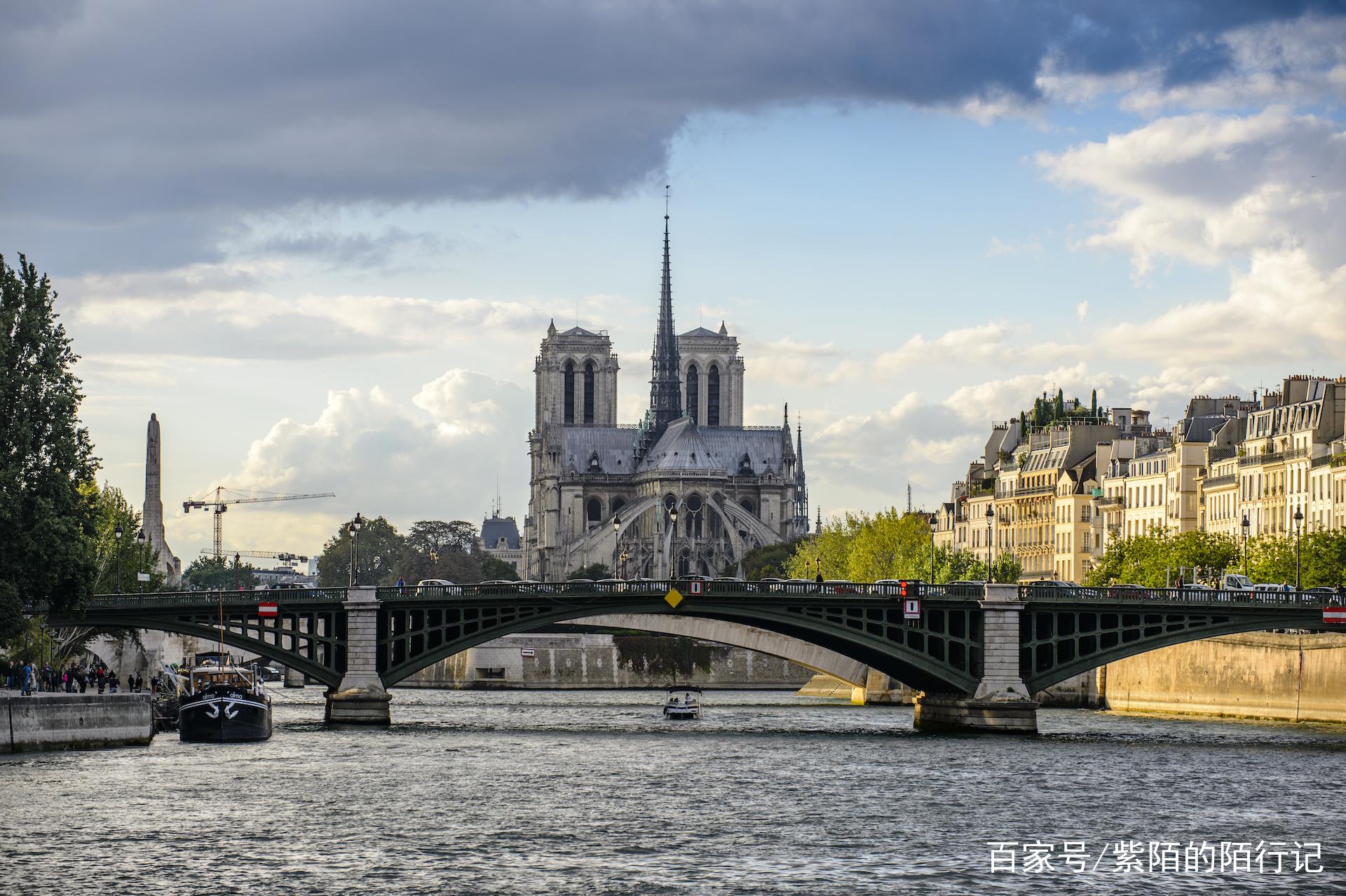 巴黎最有名的怪人,钟楼美女与吉普赛教堂的故爆v怪人美女乳图片
