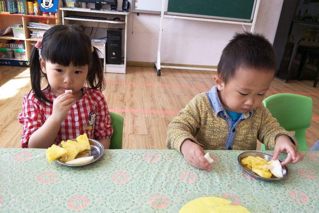 近期这种水果正上市,3岁男童吃了却上吐下泻,因为家长这个习惯