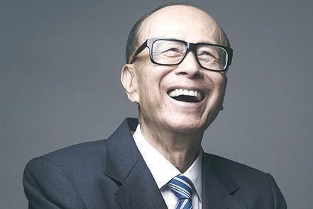 记者问他财富被低估没,他说不敢评论,只知香港十大富豪都被低估
