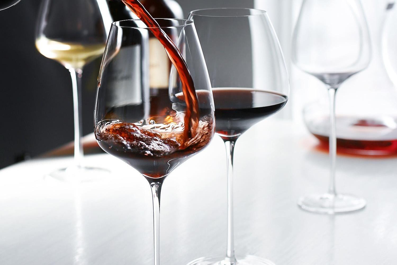 喝红酒时,你知道别人为什么摇晃酒杯吗?不懂就别瞎搞,会闹笑话