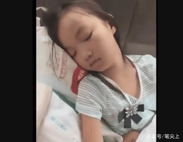 睡姐姐囹�a_妈妈为玩手机,让姐姐哄一下弟弟睡觉,睡后的姐弟俩太
