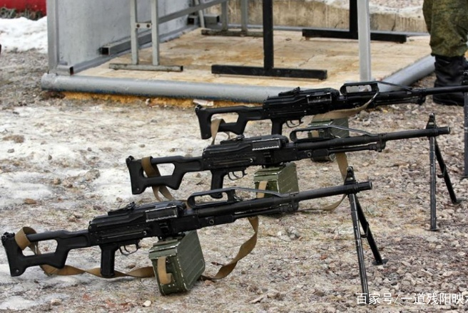 班用轻机枪与突击步枪,都能连续射击,为何要配合使用?