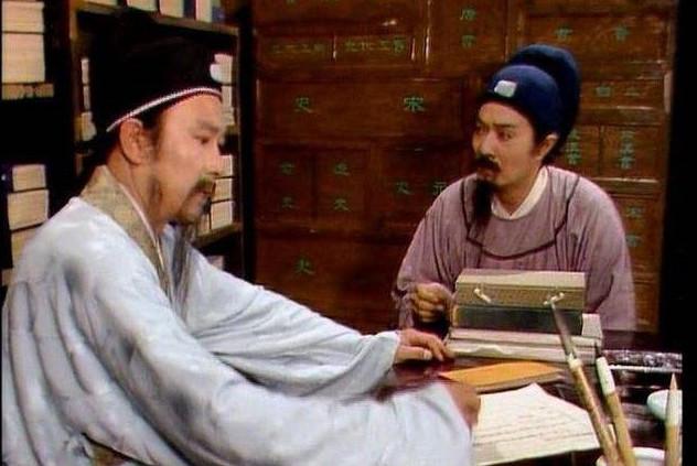 甄家对贾雨村恩重如山,为何他当上知府后只拿二两银子来报恩?