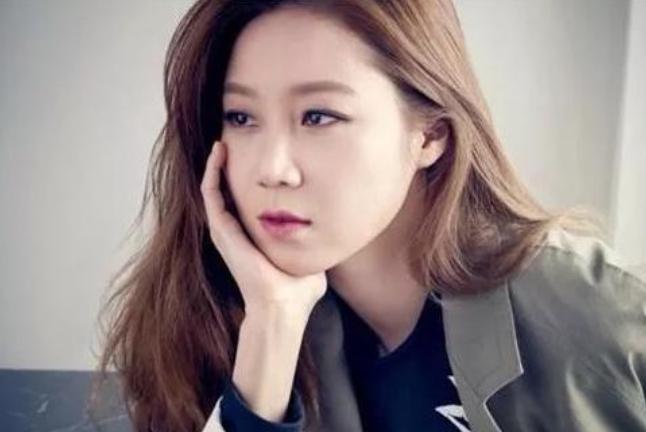 整容式长大?小沈阳女儿撞脸韩国女神,昔日蘑菇头女人味十足!