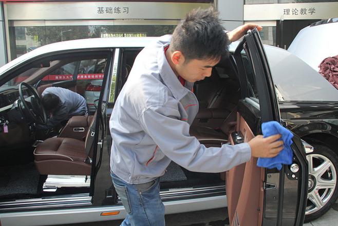 自己洗车,是洗车还是毁车?洗车工提醒:注意这3点,就不是毁车