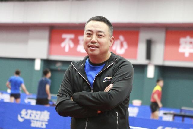 刘国梁为夺冠出杀招!亲自上场指导张本克星,用奇招来训练女队