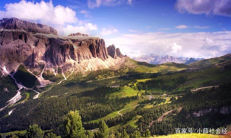 图中的大山景色非常壮观,山势雄伟,有一种独特的魅力!