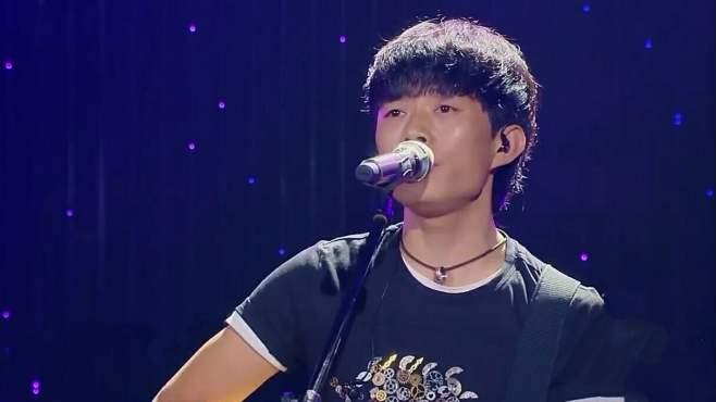 赵雷质朴演绎经典民谣《成都》,如清流般的歌声让观众感动落泪!