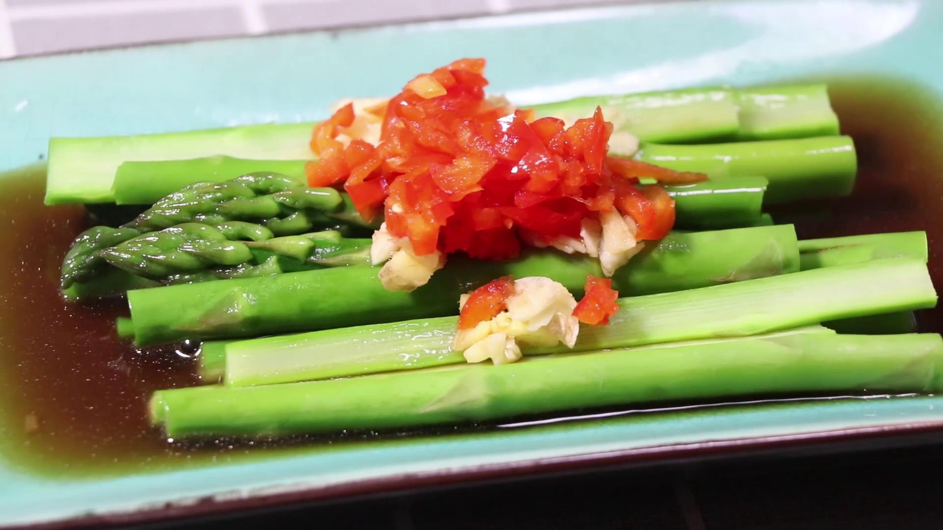 芦笋怎么做最好吃?学会白灼芦笋这种做法,掌握一个技巧就够了
