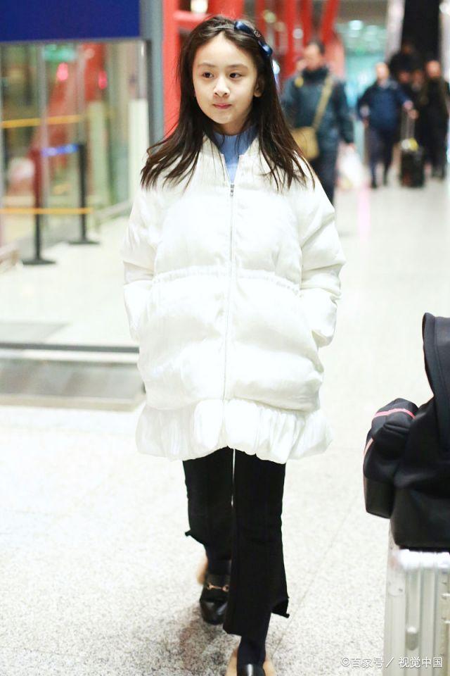 田亮带女儿出行,11岁森碟完美继承妈妈的好基因小小年纪星范儿十足!图片