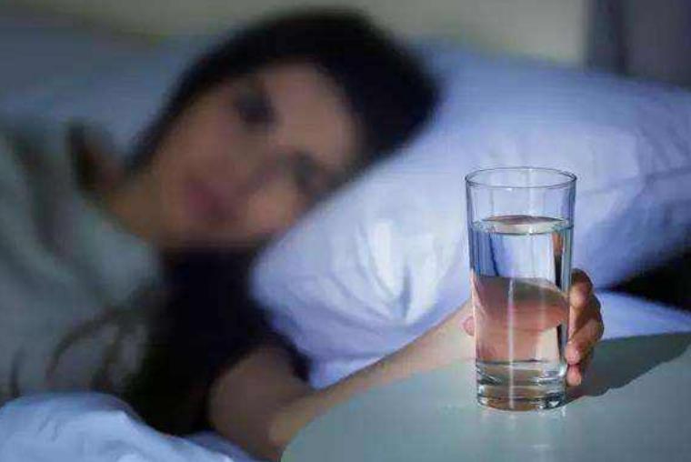 晨起后,淡盐水、蜂蜜水、白开水哪种对身体好?或许很多人不清楚