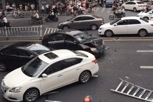 借车给朋友,发生事故该咋办?老司机:多注意这点,我们就无责任