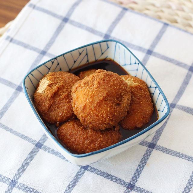 豆面汤圆是云南传统小吃,在昆明,通常都跟豆花米线一起出现,吃豆花