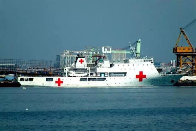 又一艘国产白色巨舰亮相,没装备任何武器,无一军舰敢对其开火