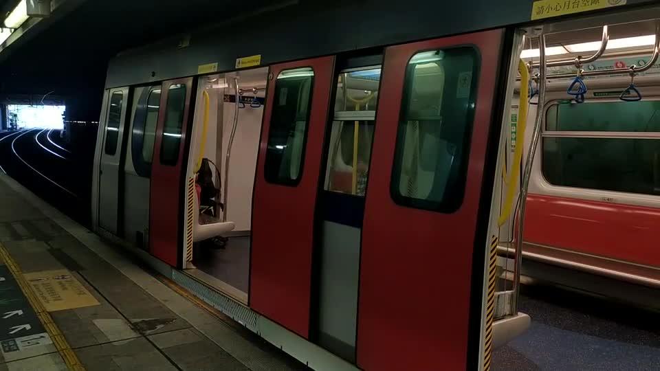 港铁东铁线SP1900型列车,旺角东站进站、出站,本班列车以落马洲为终点站(深圳福田口岸)