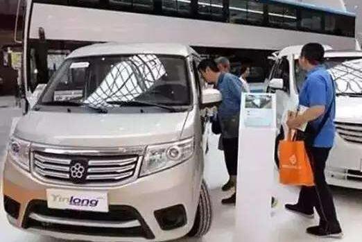 有了王健林5亿元支持后,董明珠终于实现造车梦!无奈车标太土