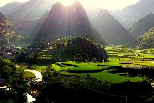 """中国""""最神奇""""的崖壁,每隔三十年下一次蛋,据说还有镇宅效果?"""