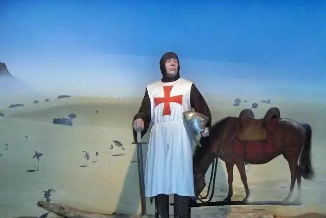 古代人打仗铠甲里面还穿什么吗?简述欧洲骑士的武装衣