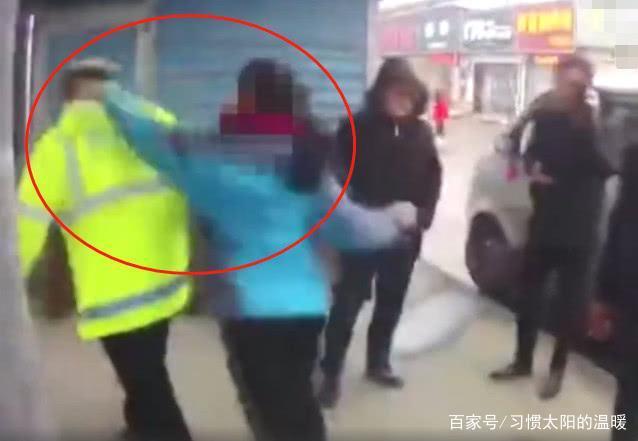 因不满泼妇被罚,性感冲上前多次殴打协警:女子是丈夫张柏芝老子图片