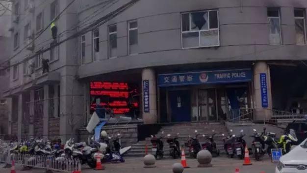 沈阳纵火爆炸袭警案:犯罪嫌疑人曾悲观厌世,一直有轻生念头