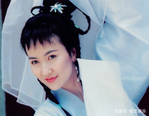 女星古装发型:赵丽颖气质高冷,唐嫣活泼可爱!