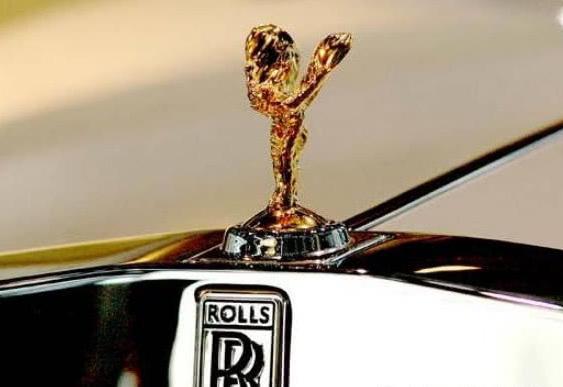 """劳斯莱斯车标被人""""顺走"""",车主的心都凉了,只因车标实在是贵!"""