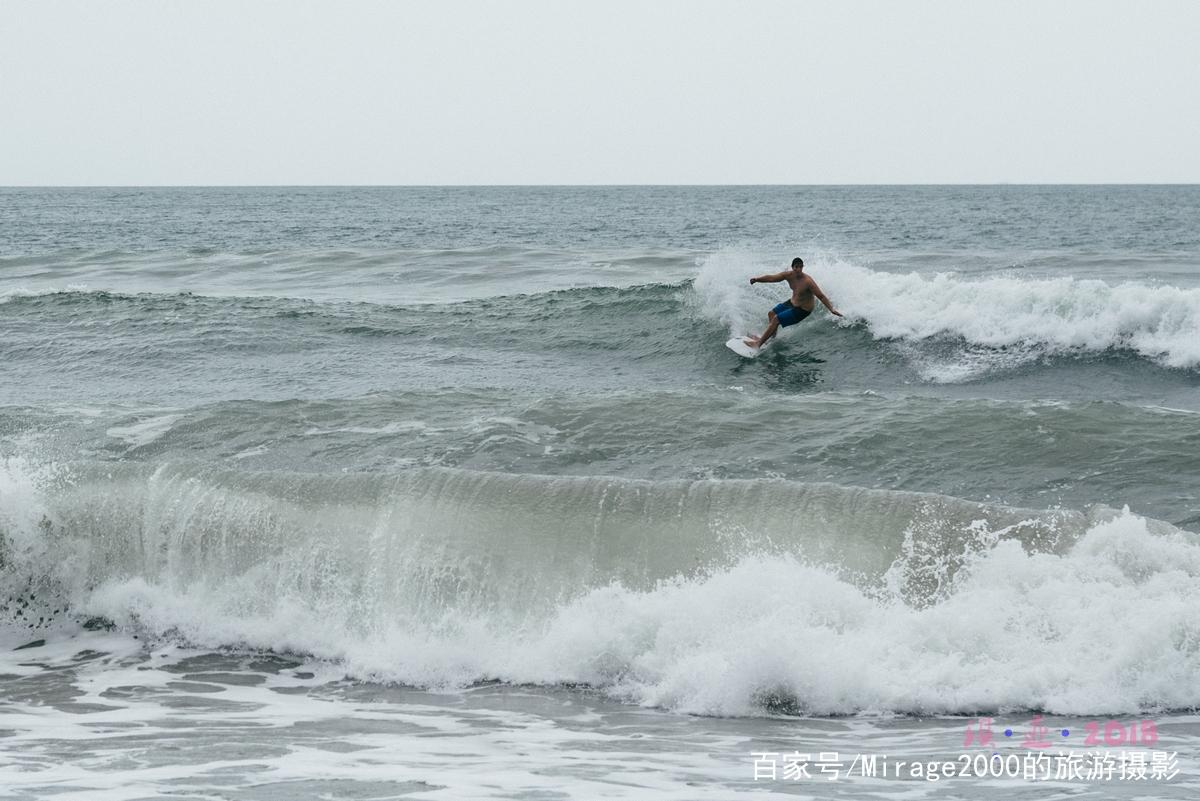 巴厘岛库塔海滩,一起来冲浪吧