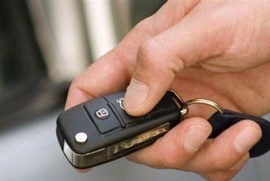 汽车遥控钥匙快没电时有什么表现?怎样更换电池?
