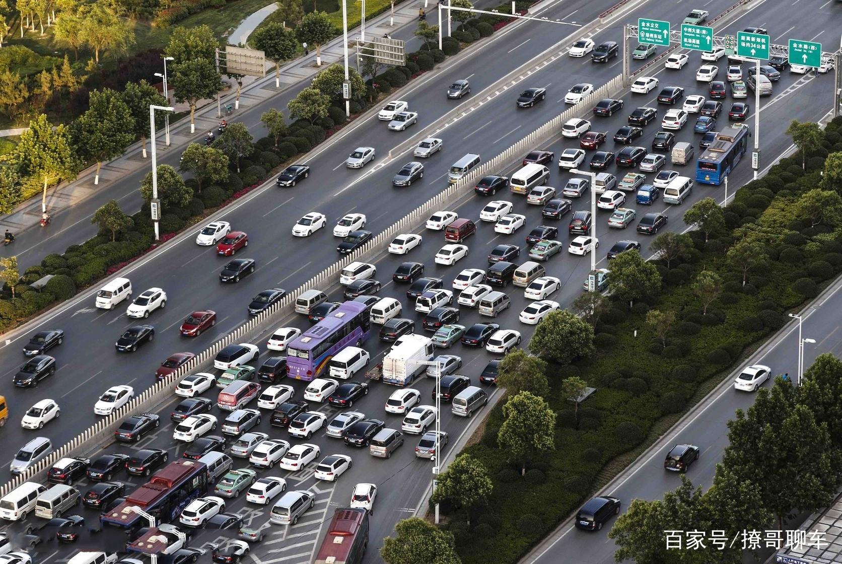 市区堵车才知道,日系车与德系车的差距有多大,车主:后悔买早了