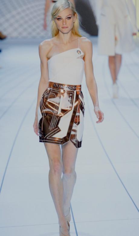 让模特在秀场上脱颖而出,展现出超强的时尚魅力,美的动人心弦.