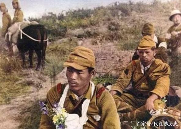 日本鬼子剥中国女人皮_日本鬼子未曾公开的照片:图1日军啃食甘蔗,图4脖子挂