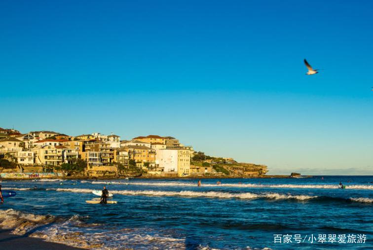 每逢陽光明媚的日子,許多悉尼人,就會聚集在邦迪海灘上享受陽光的沐浴
