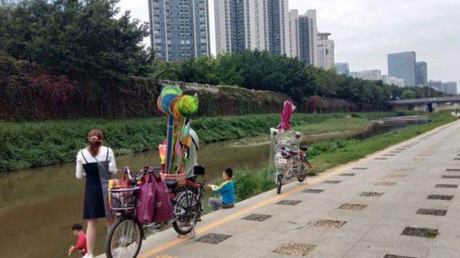 深圳河流治理,清澈见底有人钓鱼,网友:可以游泳了