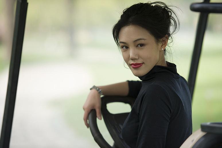 妈妈是演员父亲是富商,唐嫣杨幂都没捧红,出道8年还没有妈妈火