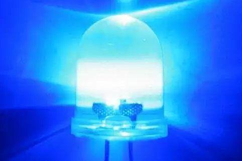 钙钛矿发光二极管诞生!外部量子效率创纪录达21.6%!