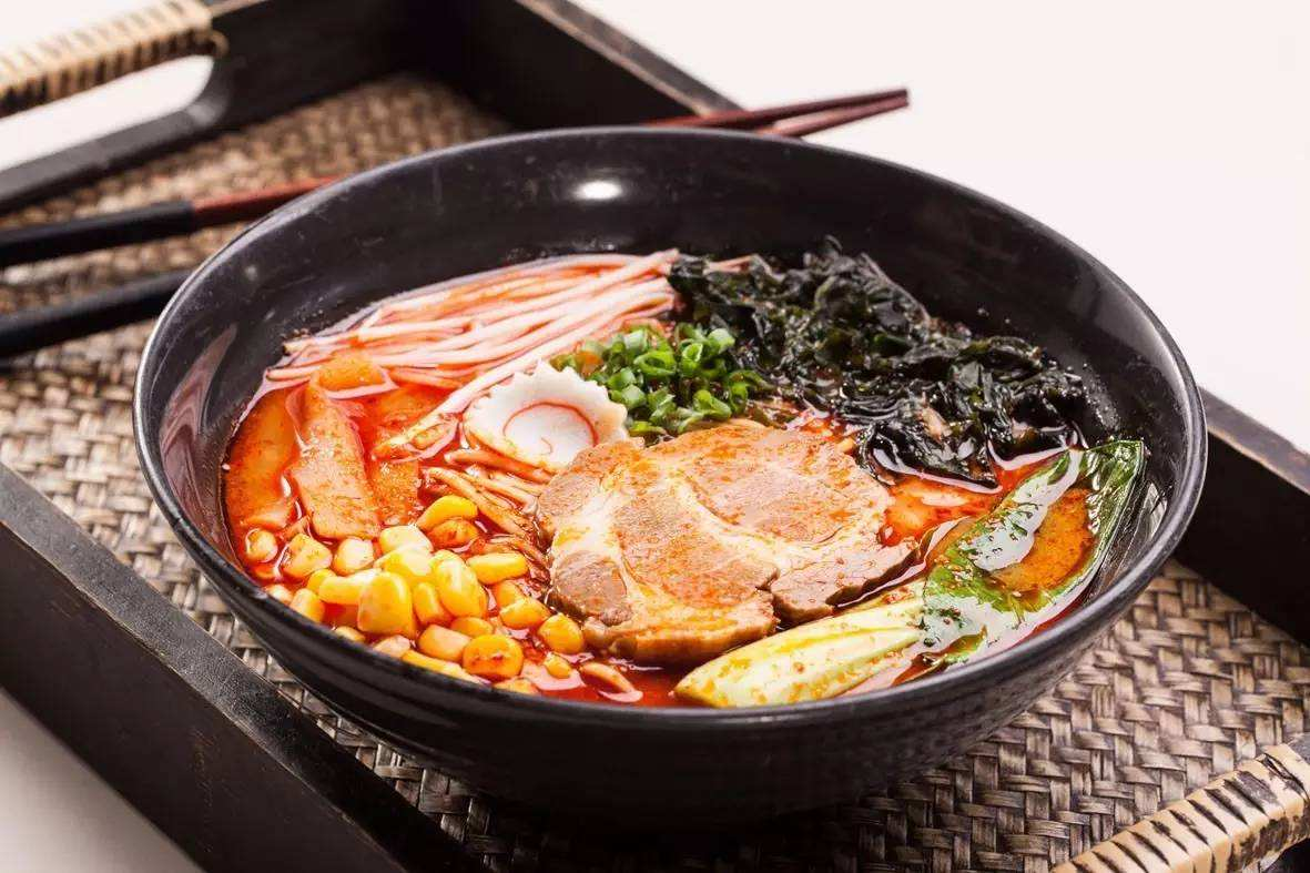日本美食_美食大放送:日本地狱拉面,你敢吃吗?