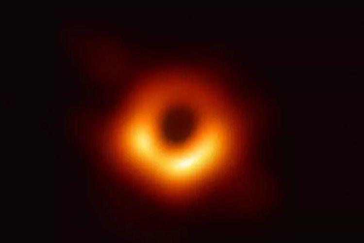 首张黑洞照片诞生!霍金黑洞理论终获证实