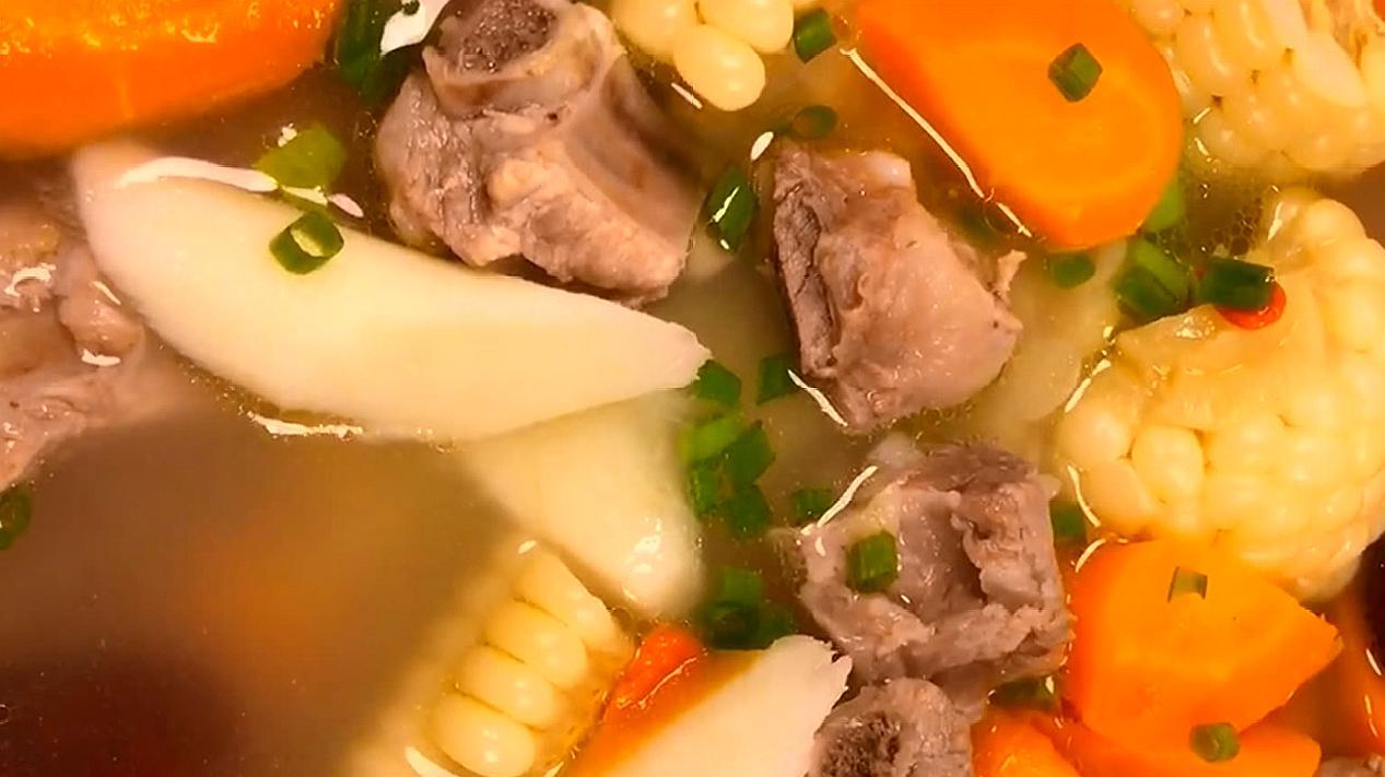 补身体必喝的玉米排骨汤,营养价值高又鲜嫩,味道超好!