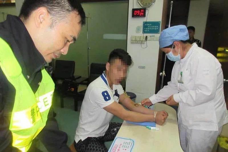 广东珠海一拳击手醉驾挥拳砸交警被刑拘