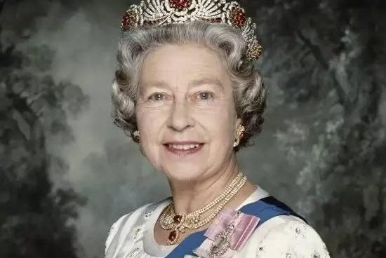 93岁的英国女王,才是碾压全世界的超级网红