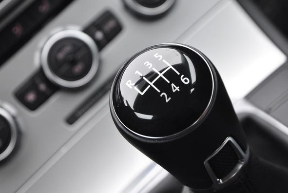 """开手动挡车,如何让""""顿挫感""""消失?听听老司机的意见,轻松搞定"""