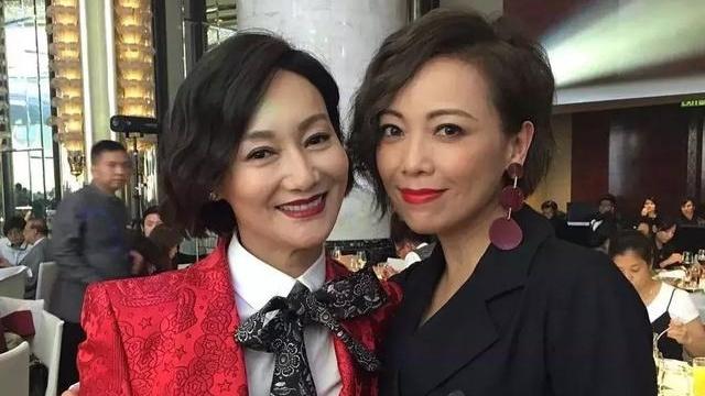 52岁TVB视后陪爸爸去旅行温馨合照:这任务多不容易