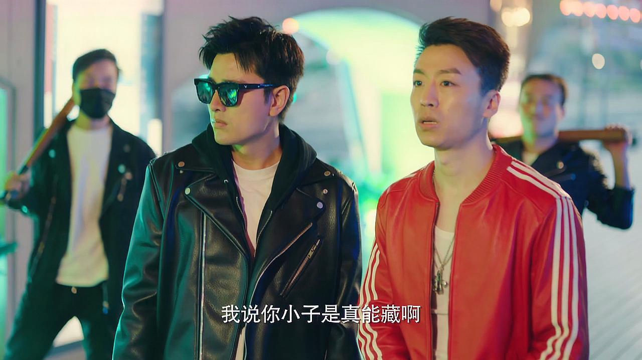 推手:贾乃亮跟兄弟好好的走在路上,谁也没想到居然会被人给围住
