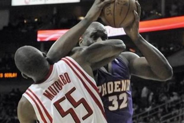 球技不够肘子来凑!NBA五大最强铁肘,科比第三,榜首无悬念!