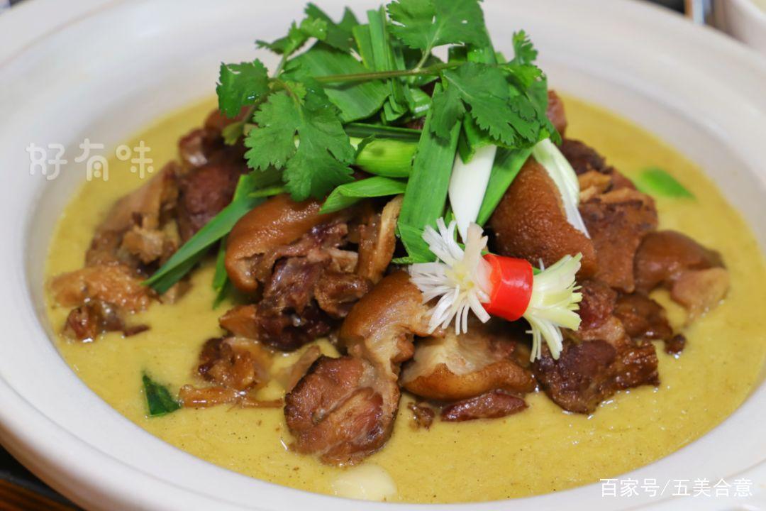 常德老师傅炖的羊肉火锅,羊肉味辣而不腻,吃得身上暖呵呵的.