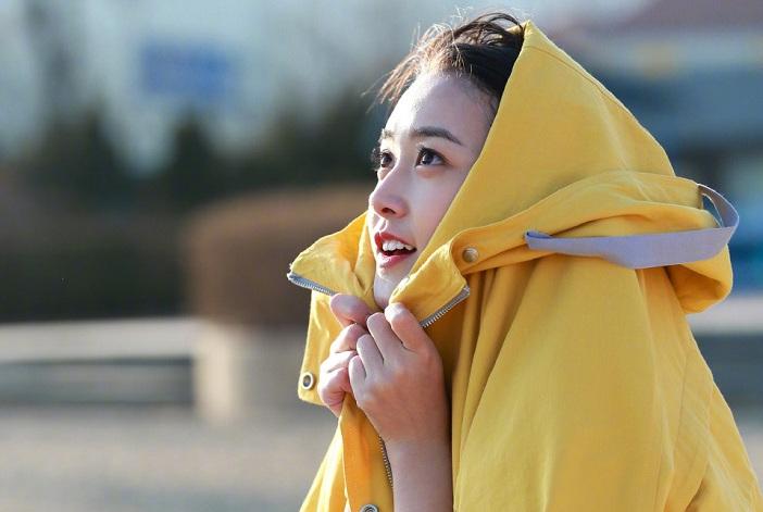 """18岁蒋依依现身中戏,无美颜素颜照曝出,这才是真的""""初恋脸"""""""