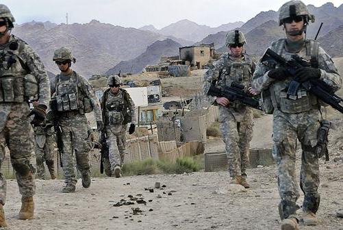 特朗普一声令下!7000名士兵撤退回家,西方提议俄罗斯出兵支援