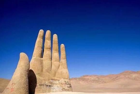 这处沙漠之中竟然真实存在一座五指山?难道和孙悟空有关系?