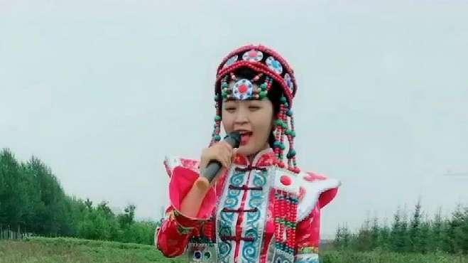 草原姑娘唱一首《火红的萨日朗》,人美歌甜,好听